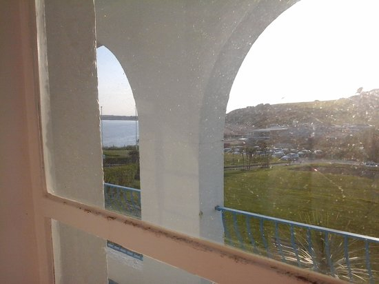 Riviera Hotel: Sideways view of the sea