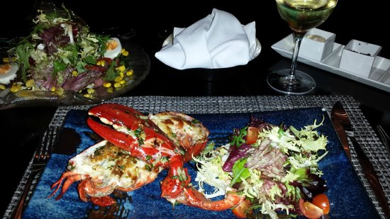 Hospes Maricel Mallorca & Spa: Lobster and salad at the restaurant in the lounge