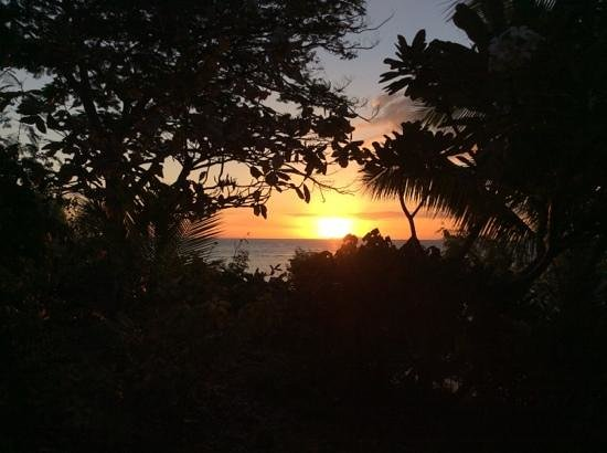 Navini Island Resort: Navini sunset.