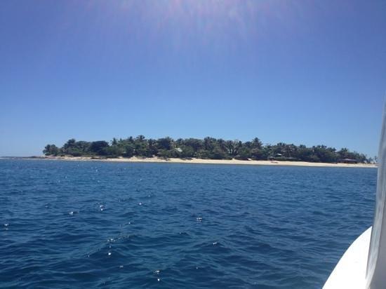 Navini Island Resort: South side.