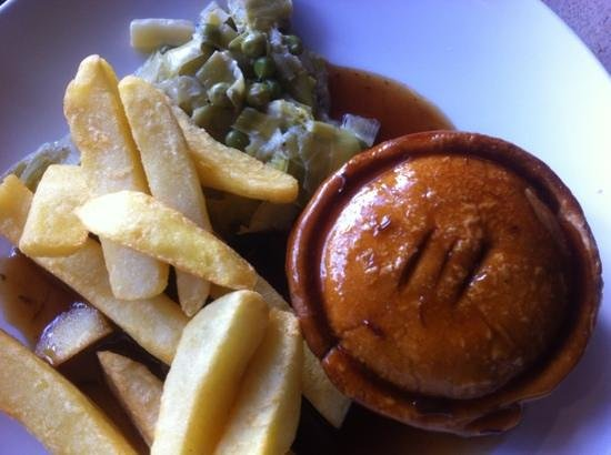 The Old Stag: Steak pie and chips