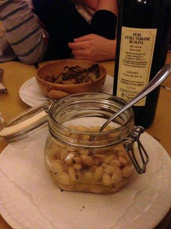 La Taverna di San Giuseppe: Gli antipasti della tradizione... i fagioli