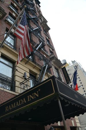 Ramada New York/Eastside : vue devant côté Lexington