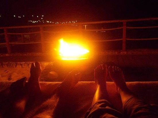Sandals Ochi Beach Resort: Private fires on the beach with beds
