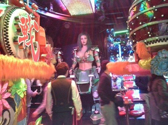 Robot Restaurant: Bosom robot