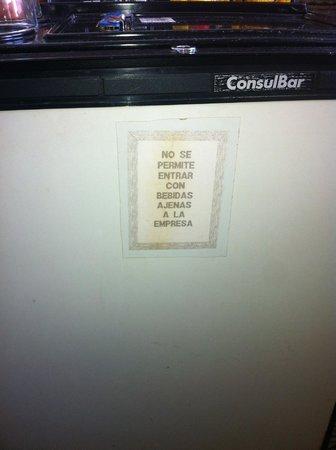 Hotel Argentina: Cartel del frigobar