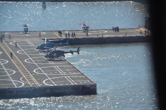 Helicopter Flight Services - Helicopter Tours: Héliport à la chapine