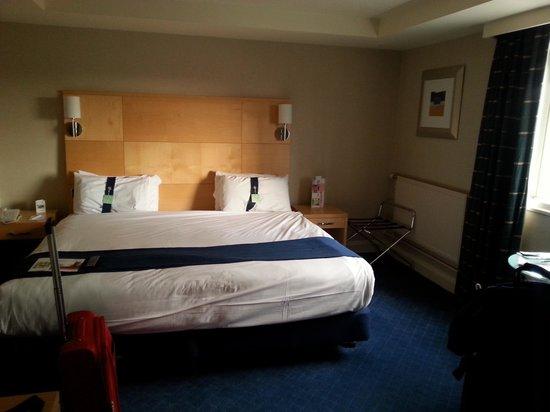 Holiday Inn: Family room