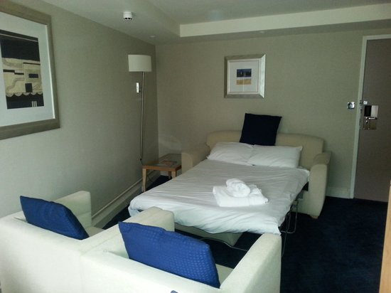 Holiday Inn: Sofa bed in adjoining room