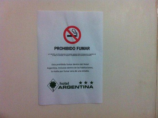 Hotel Argentina: Cartel en la puerta de la habitación