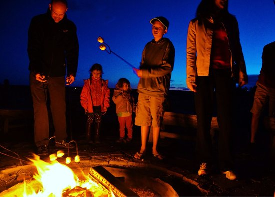 Zion Mountain Ranch: Roasting marshmallows