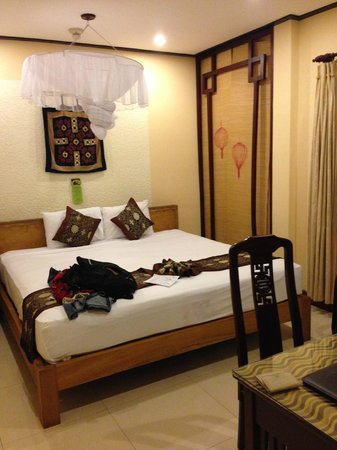 Vinh Hung Library Hotel: Room on 3rd or 4th floor