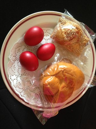 Constantinou Bros Athena Beach Hotel : Traditional Greek Orthodox Easter gifts for our room from the hotel