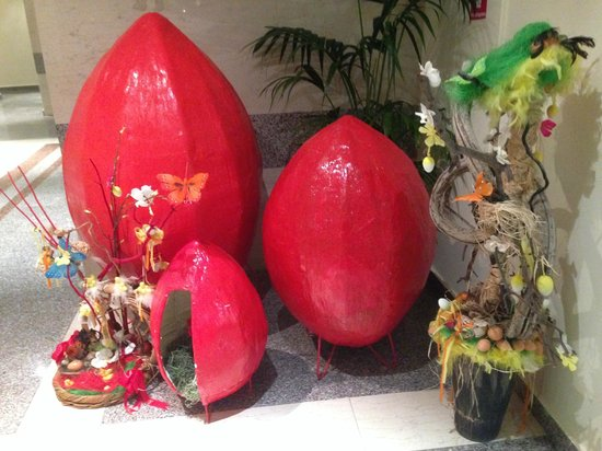 Constantinou Bros Athena Beach Hotel: One of the hotel's Easter displays
