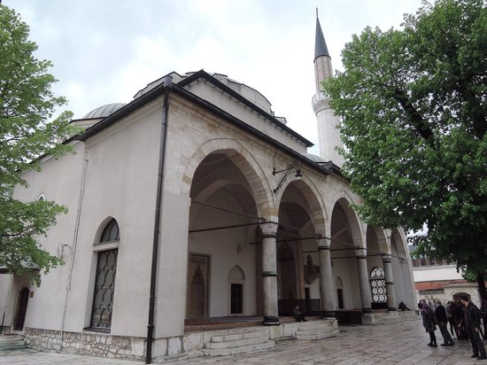 Gazi Husrev-beg Mosque: Beautiful historic mosque in old town