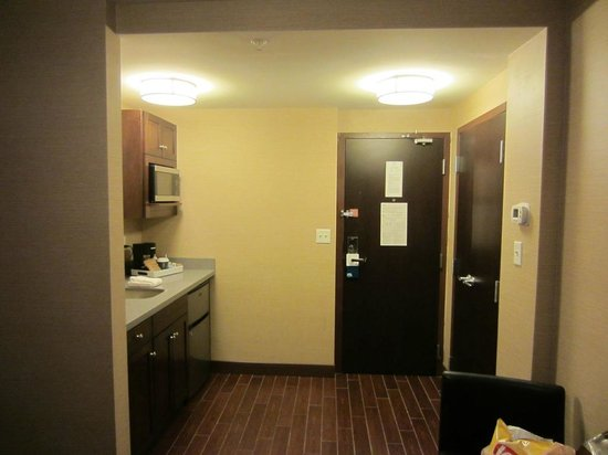 Four Points by Sheraton Niagara Falls : Kitchenette