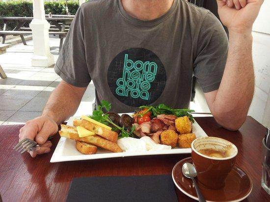 Cafe1874: Big breakfast !