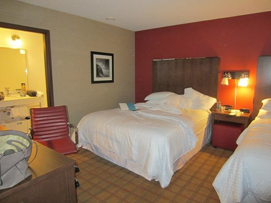 Four Points by Sheraton Niagara Falls : room