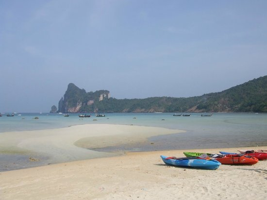 Phi Phi Villa Resort: The beach on the other side of the island