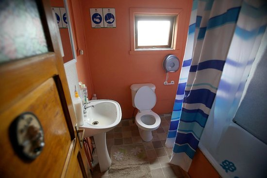 Hospedaje Costanera : Bathroom