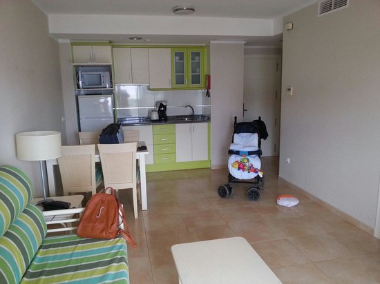 Aparthotel Esmeralda Suites: Apartamento planta 15