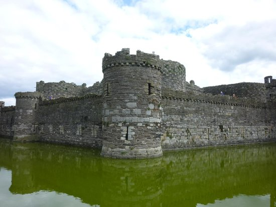 Beaumaris Castle: Story-book castle outside