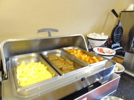 Comfort Inn & Suites: Hot meal for breakfast