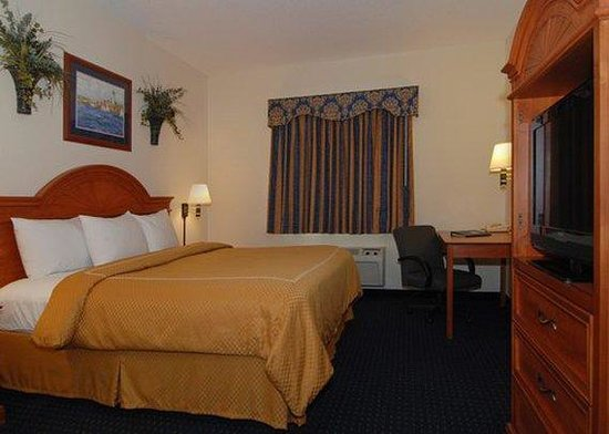 Comfort Suites St.Joseph / Stevensville: guest room