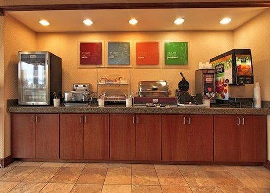 Comfort Suites Mount Vernon: Breakfast Counter