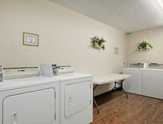 Days Inn Elizabethtown: Guest Laundry