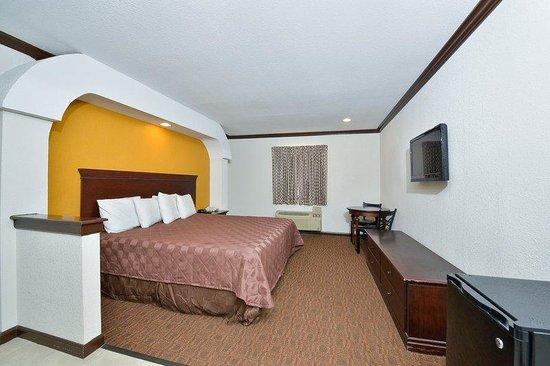 Americas Best Value Inn - Brenham: Guest Room
