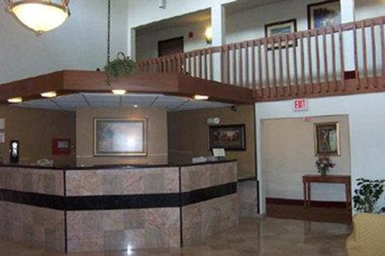 Days Inn Sheboygan/The Falls: Front Desk