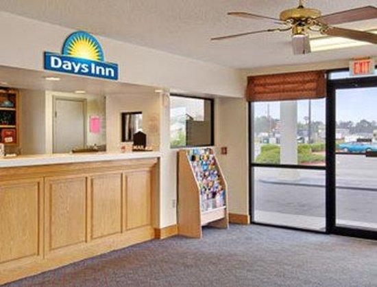 Days Inn Valdosta at Rainwater Conference Center : Lobby