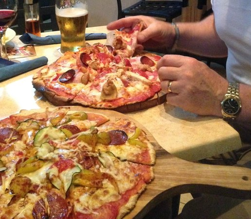 Qawra Point Holiday Complex : The Wood Hut freshly made thin crust pizza!