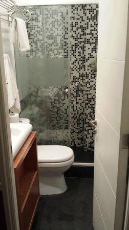 H Rado Hostel: Banheiro privado