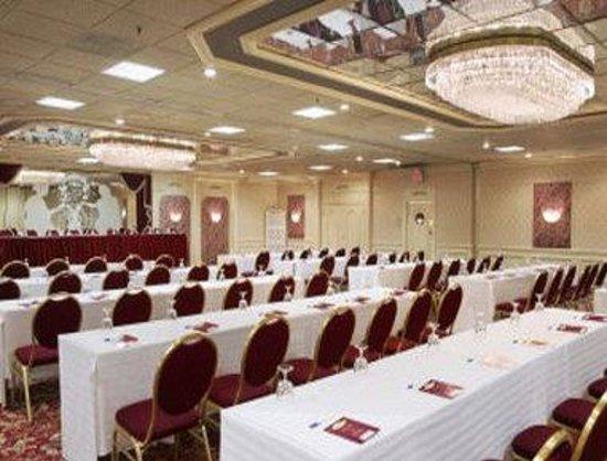 Ramada Plaza Newark Liberty International Airport: Ballroom