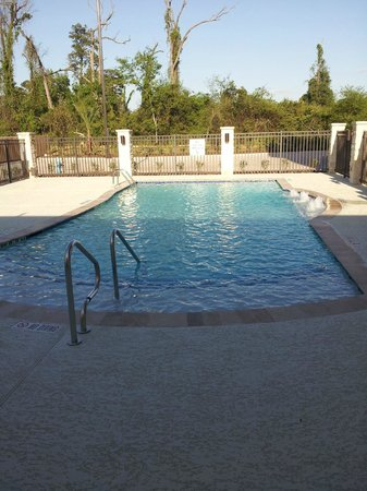 Holiday Inn Express & Suites Atascocita : Catch some rays and enjoy the water