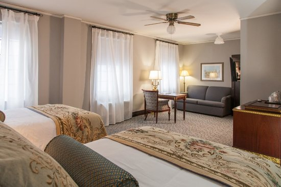 Margarita European Inn, an Ascend Hotel Collection Member: Two Double Beds with a sofa bed