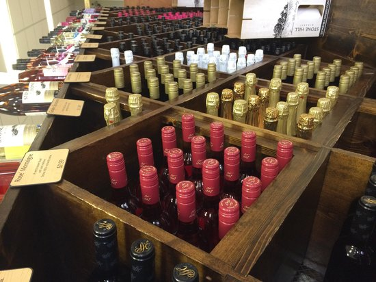 Stone Hill Winery: Lots to choose from!