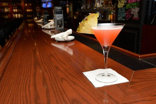 Holiday Inn Chicago Oakbrook: Drinks at Bar Louie, Oakbrook Terrace, IL