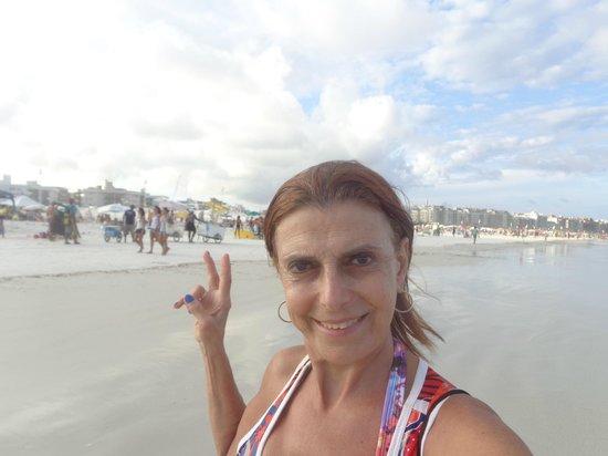 Forte Beach: Praia boa, mas a água estava com muitas algas marinhas.