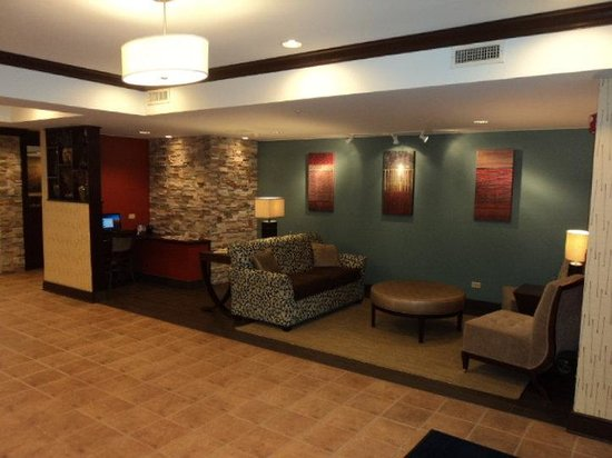 Holiday Inn Express Hotel & Suites Chicago-Algonquin : Lobby