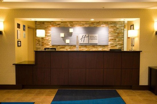 Holiday Inn Express Hotel & Suites Chicago-Algonquin : Welcome Desk