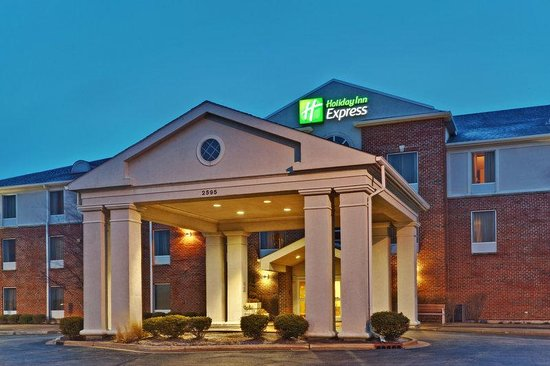 Holiday Inn Express Hotel & Suites Chicago-Algonquin: Hotel Exterior