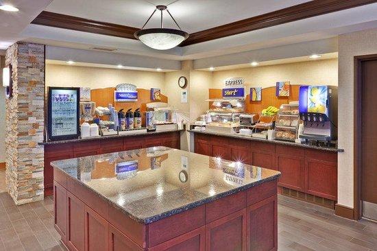 Holiday Inn Express Hotel & Suites Chicago-Algonquin: Breakfast Bar