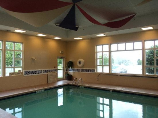 Holiday Inn Express Hotel & Suites Chicago-Algonquin: Swimming Pool