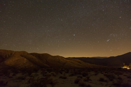 Borrego Valley Inn: Starry night in Borrego Springs - the view just a few feet away from your back door onto the des