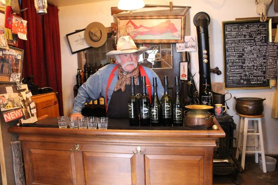 Rustico Farm & Cellars: Bruce at the bar