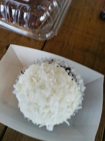 The Barbeque Exchange: Coconut Mounds cupcake. I disliked the icing which was a heavy whipped cream tyoe. The chocolate