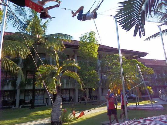 High Flyers Bali Trapeze School: look at me